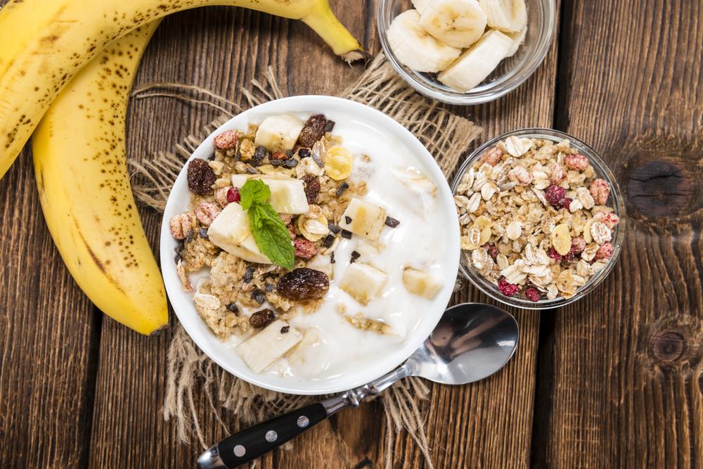 https://thedailymilk.nl/wp-content/uploads/2016/02/afvallen-met-yoghurt-of-kwark.jpg