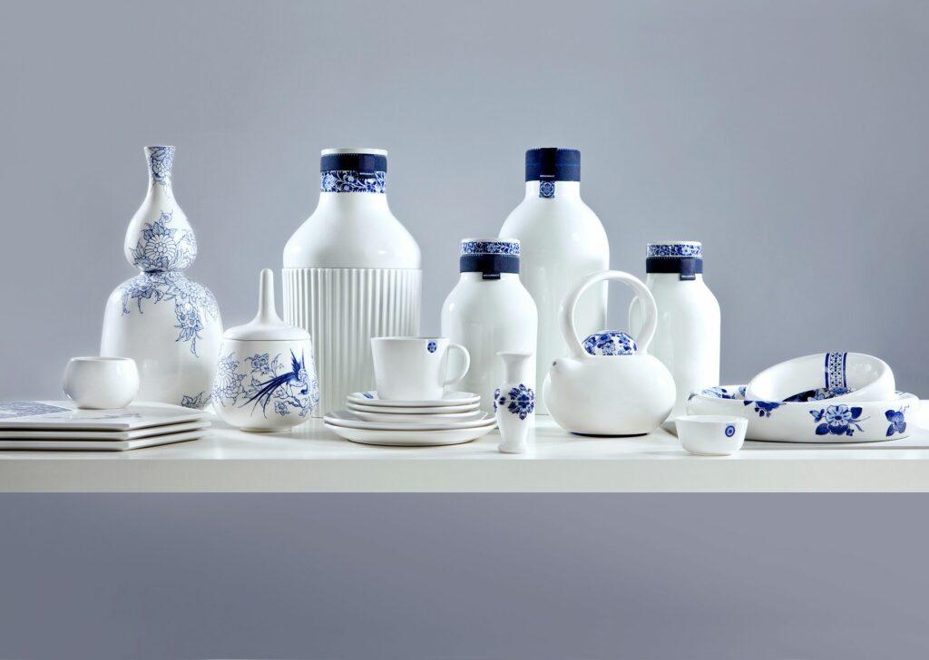 4 Collar Bottle, Royal Delft 2