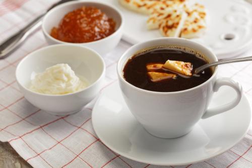kaffeost koffie met kaasblokjes